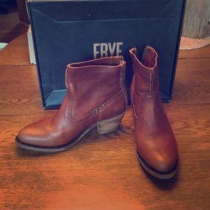 Frye Leslie Artisan Short boots 9